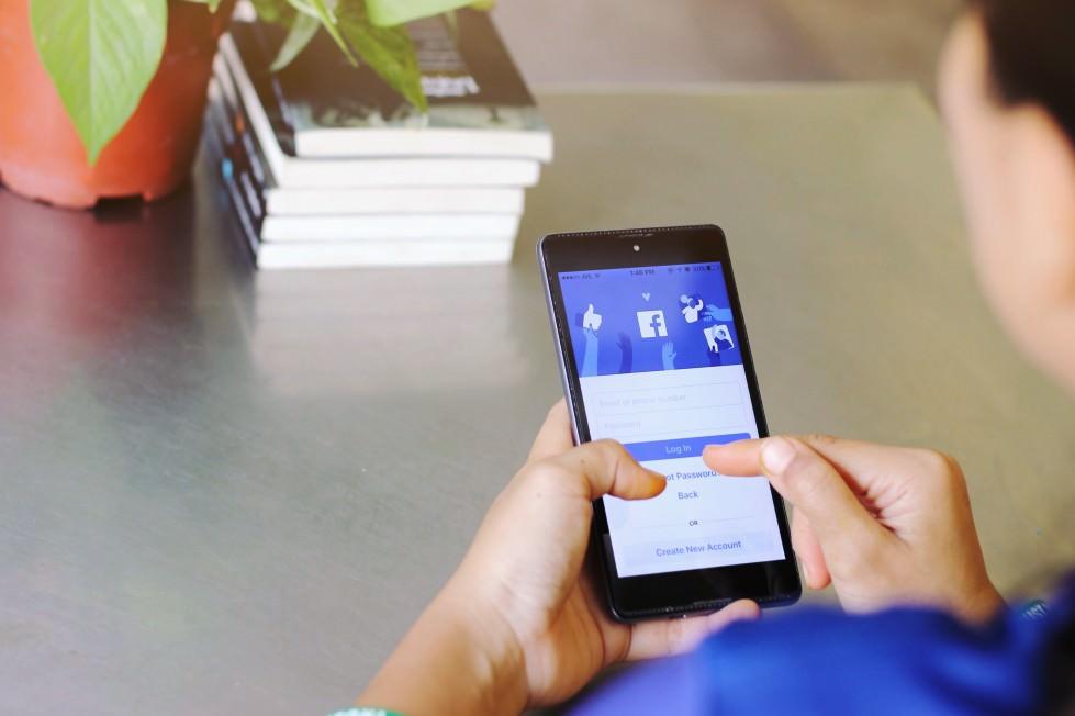 Facebookの個人アカウントとビジネスアカウントとは?